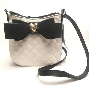 Betsey Johnson Quilted Crossbody W/Bow Cream Multi